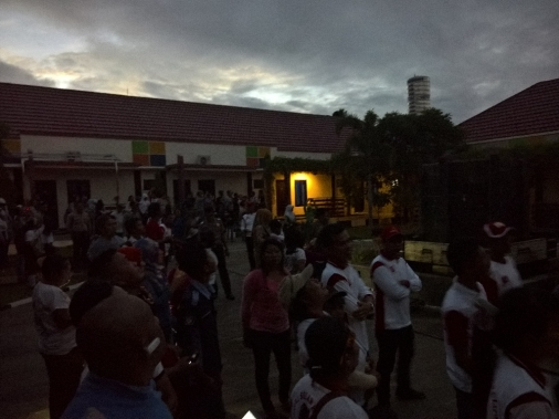 Buli_2016_03_09_crowd_during_eclipse
